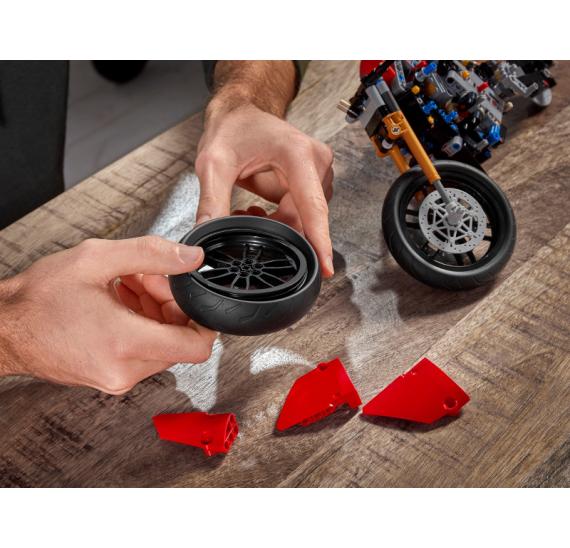 LEGO Technic 42107 Ducati Panigale V4 R